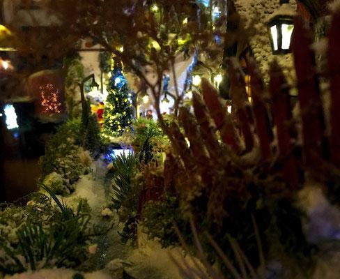 Village de Noël/Christmas Village 2014 de nuit: Bords de ruisseau
