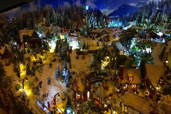 Village de Noël/Christmas Village 2014 de nuit: Les pistes