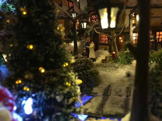 Village de Noël/Christmas Village 2014 de nuit: Bonjour le minet ...