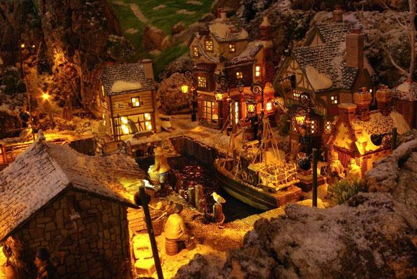 Village Noël/Christmas Village 2013, la nuit: Retour de pêche