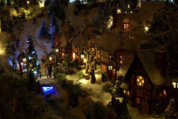 Village de Noël/Christmas Village 2014 de nuit: Rue du village