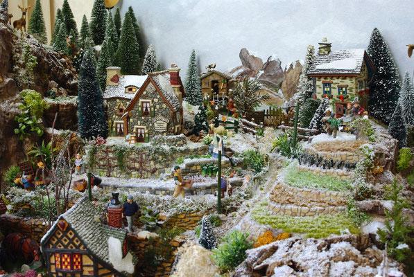 Village Noël/Christmas Village 2013 : Les maisons du haut et les cultures en espaliers