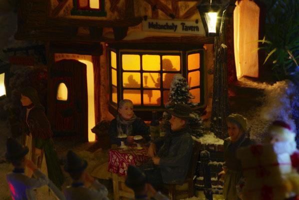 Village de Noël/Christmas Village 2014 de nuit: En terrasse le soir