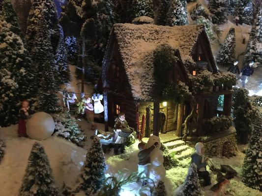 Village de Noël/Christmas Village 2014 de nuit: Il est temps de rentrer le linge