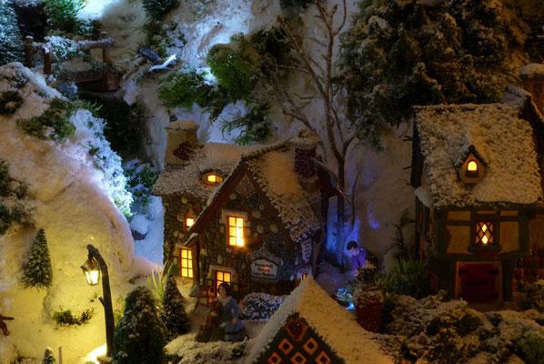 Village de Noël/Christmas Village 2014 de nuit: Que c'est beau la vue la nuit!