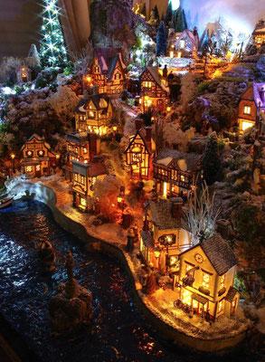 Village Noël/Christmas Village 2013, la nuit: Port et grande plage