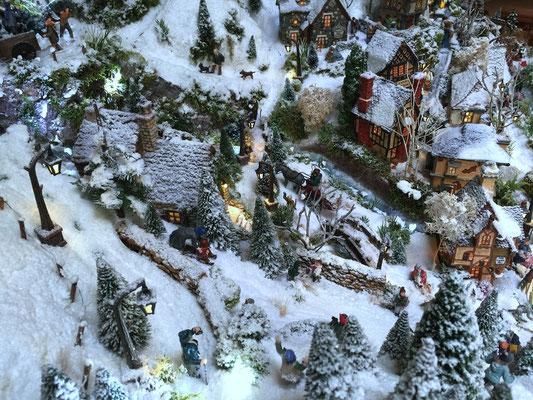 Village de Noël/Christmas Village 2014: Vue sur le bas du village