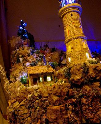 Village Noël/Christmas Village 2013, la nuit: Le phare et sa maisonnette