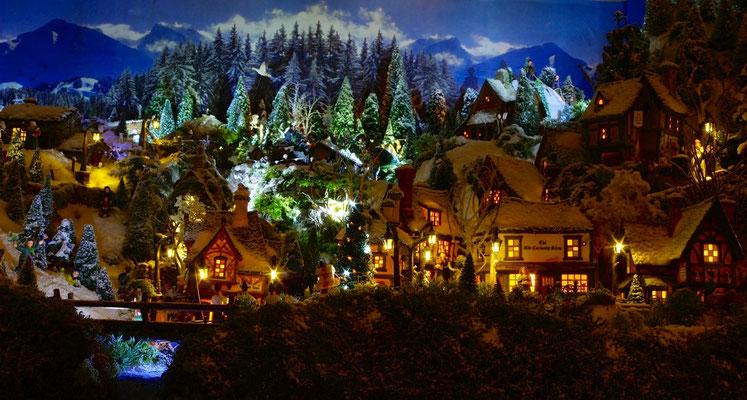 Village de Noël/Christmas Village 2014 de nuit: Des lumières dans la nuit