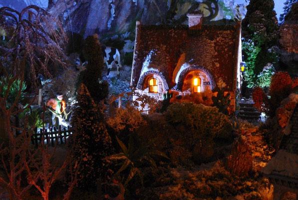 Village Noël/Christmas Village 2013, la nuit: Déblayage de la  neige au cottage
