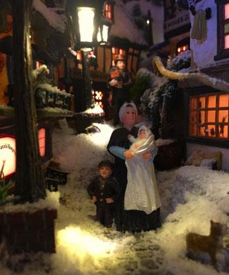 Village de Noël/Christmas Village 2014 de nuit: Il est temps de rentrer manger