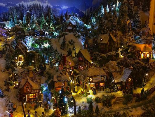Village de Noël/Christmas Village 2014 de nuit: Centre du village