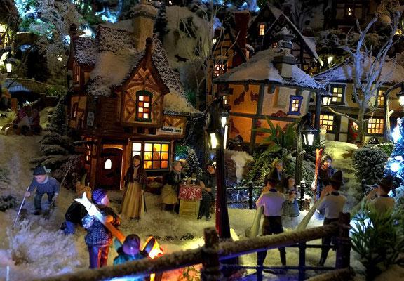 Village de Noël/Christmas Village 2014 de nuit: Derniers moments avant de rentrer