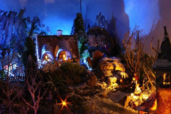 Village Noël/Christmas Village 2013, la nuit: Le cottage du haut