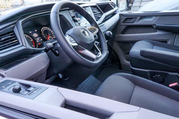 Cockpit des neuen VW T6.1 Transporters