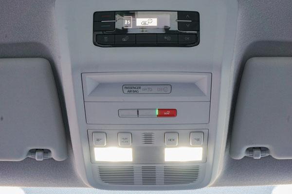 Neues Panel im Komforthimmel inkl. Bedienteil der Luftstandheizung im VW T6.1