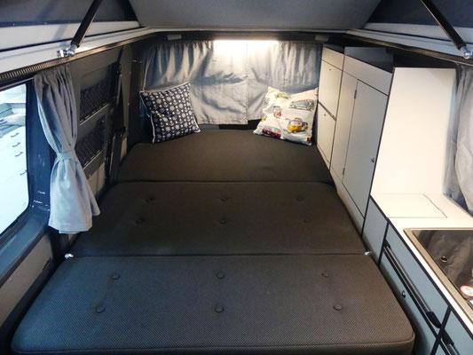 Großes Bett mit einer Breite von 130 cm