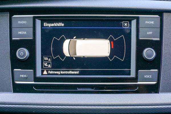 Anzeige der Einparkhilfe im Radio Display
