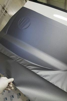 Folierung auch unterhalb des VW Zeichens