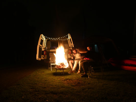 Vanlife Campfire 02