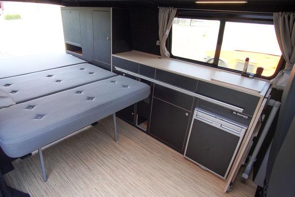 40 cm mehr Freiraum bei gebautem Bett im T6 VanBUS mit langem Radstand