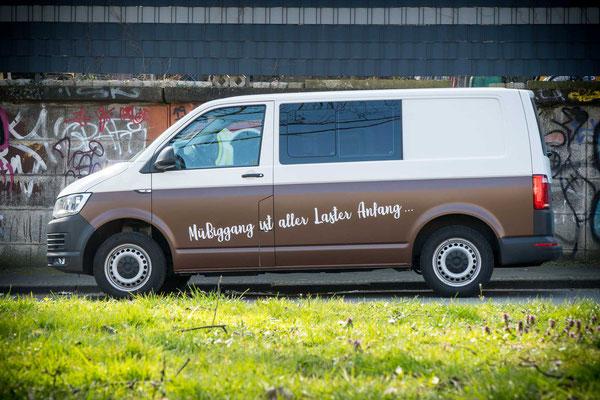 """Halbfolierung VW T6 in Avery """"Hansbrown"""" mit individuellem Schriftzug"""