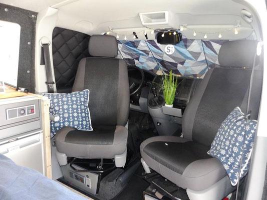 Loungebereich im Discarvery Wohnbus