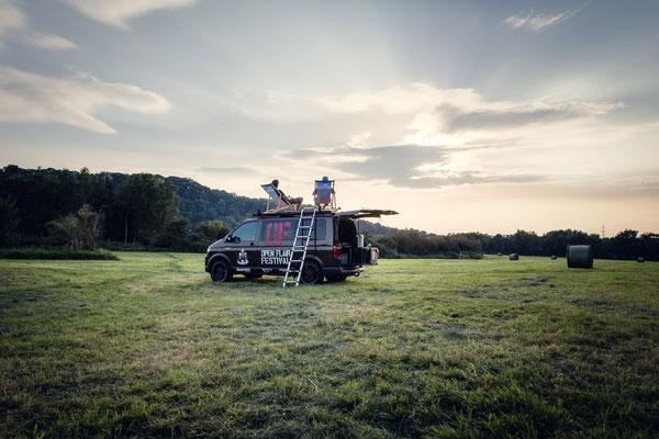 VW T6 Camper auf Wiese
