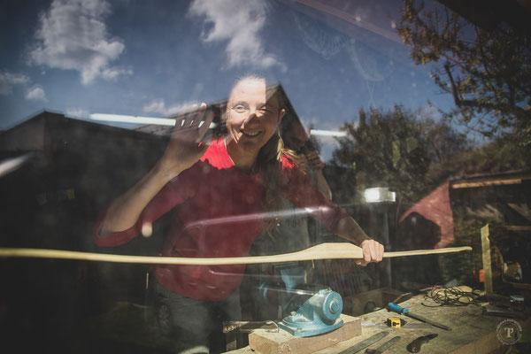 Bogenbaukurs durchs Fenster