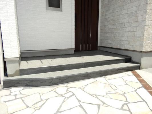 玄関石製階段、ポーチ石張り