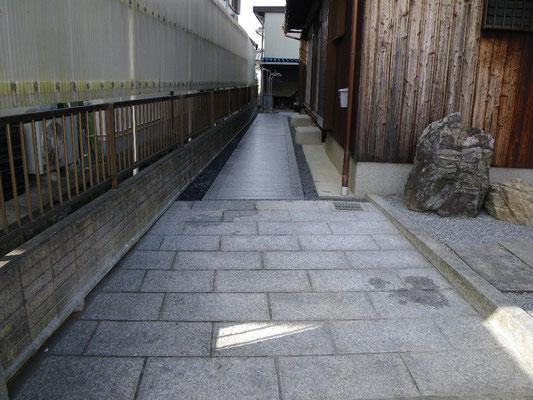 玄関前石張り