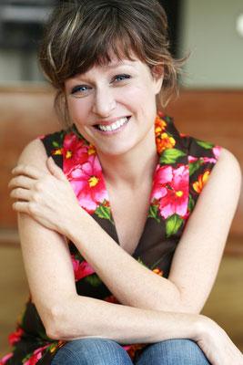 Julie McClemens, comédienne