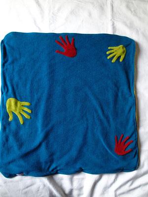 """La couverture emballante """"Des petites mains"""""""
