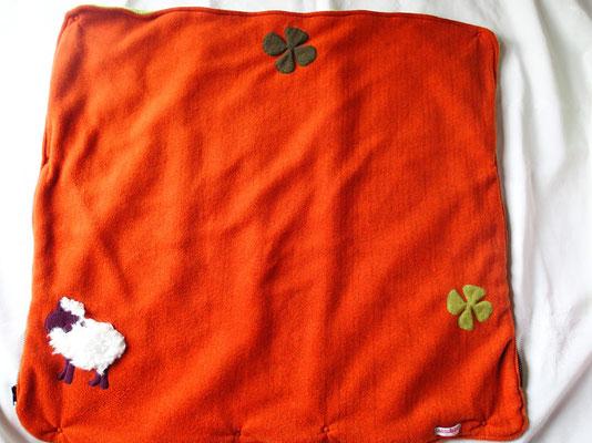 La couverture emballante et son mouton ... chanceux !