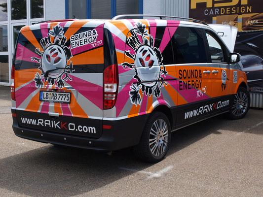 und www.raikko.com - Schriften fertig montiert ! Wir feiern den Erfolg des Raikko-Vans !