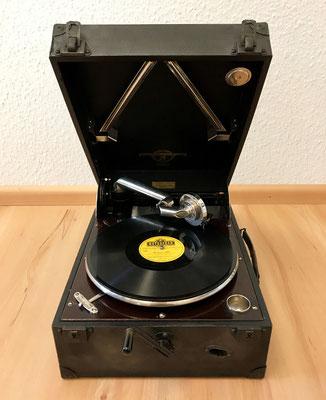 Altes Koffergrammophon