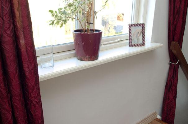 schöne weisse Fensterbank