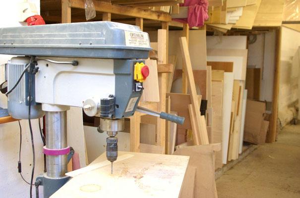 Standbohrmaschine in der Fensterbank-Manufaktur