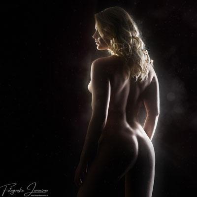 Erotische / artistieke naaktfotografie -  Fotografie Jeronimo Roosendaal Brabant - Bodyshape