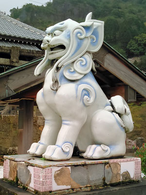 陶山神社の狛犬04番【阿形】横の写真