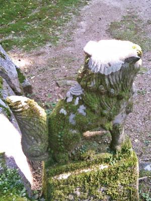 後鳥羽神社の狛犬【阿形】後ろの写真