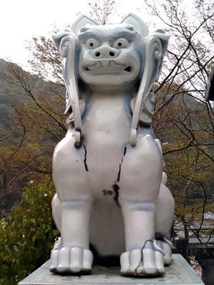 陶山神社の狛犬04番【吽形】正面の写真