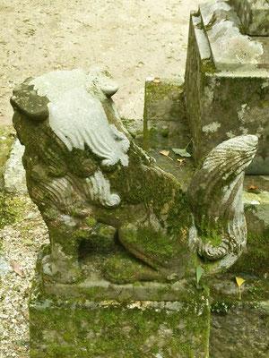 後鳥羽神社の狛犬【吽形】後ろの写真