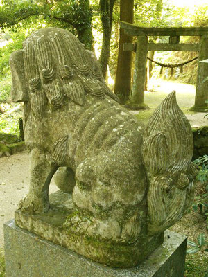 後鳥羽神社の狛犬【吽形】横の写真