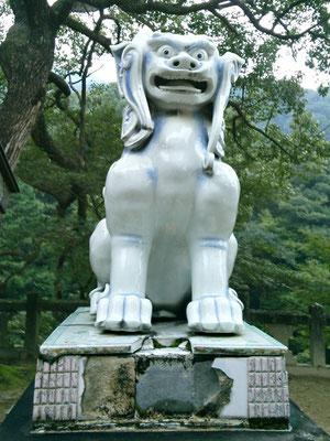 陶山神社の狛犬04番【阿形】正面の写真