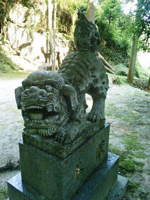 後鳥羽神社の狛犬【阿形】全体像の写真