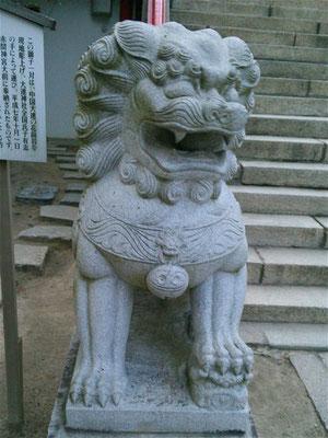 赤間神宮の狛犬01番【吽形】前から撮影した写真