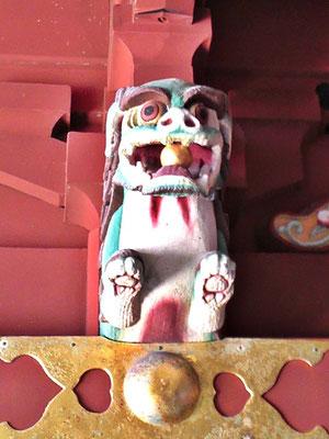 鵜戸神宮本殿の狛犬阿形をアップにした写真