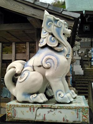 陶山神社の狛犬04番【吽形】横の写真