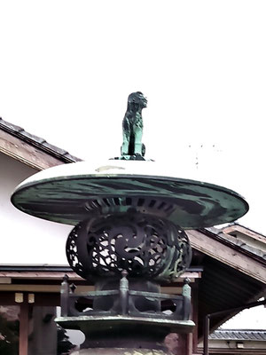 陶山神社の狛犬02番【吽形】正面の写真